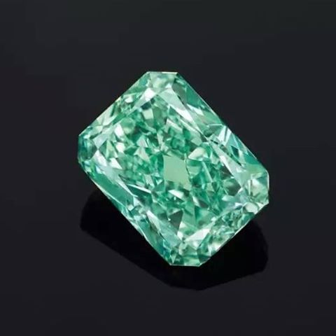 5.03 carat aurora green diamond
