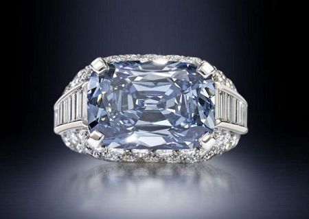 5.30 carat Fancy Deep Blue diamond sold by Bonhams