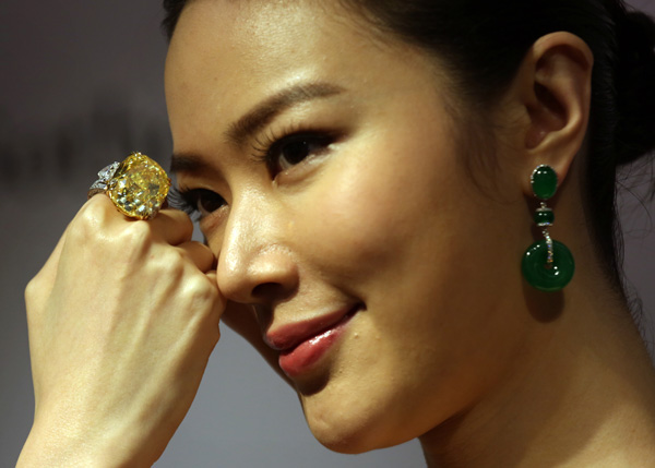 model with yellow diamond in asia